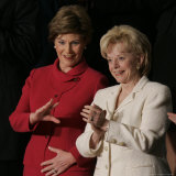 First Lady Laura Bush, Left, and Lynne Cheney, Wife of Vice President Dick Cheney Lámina fotográfica por Charles Dharapak