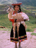 Indian Girl with Llama, Cusco, Peru Fotografisk tryk af Pete Oxford