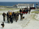 Village Men Carry a Coffin, Women in Red Skirts Follow in Procession Fotografisk tryk af Jim Sugar