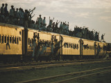 Famine refugees crowd aboard a train bound for the capital, Dacca Photographic Print by Steve Raymer