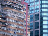 A Dilapidated High-Rise is Juxtaposed against a Modern Office Building Fotografisk tryk af Paul Chesley
