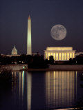 Moonrise over the Lincoln Memorial Fotografisk tryk af Richard Nowitz