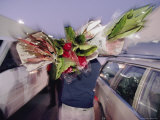 As Day Dawns, a Buyer Shoulders Exotic Fare at the San Francisco Flower Mart Valokuvavedos