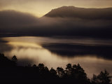 Scenic View of Mist over Derwent Water Lámina fotográfica por Annie Griffiths