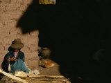 A Peruvian Woman Spins Wool into Thread on a Spool Reprodukcja zdjęcia autor Kenneth Garrett
