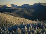 Snow Covers Trees and Hills in the Adirondack Mountain Region Lámina fotográfica por Brown, Skip