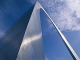Looking up at the St. Louis Arch Fotografie-Druck von Medford Taylor