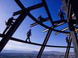 Construction Workers on Beams at the Top of the Statosphere Tower, Las Vegas, Nevada Papier Photo par Paul Chesley