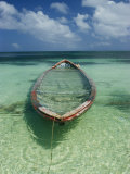 A Boat Submerged in Crystal Clear Water Fotografisk tryk af Bill Curtsinger