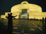 The Silhouetted Couple Dancing in Front of the Shanghai Art Museum Fotografisk tryk af Paul Chesley