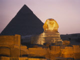 Pyramids of Giza with the Great Sphinx at Twilight Impressão fotográfica