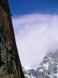 A Climber Rappels Down a Sheer Granite Face Before an Approaching Storm Papier Photo par Bill Hatcher