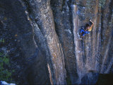 A Young Woman Climbs a Wall in Moab, Utah Fotografisk tryk af Jimmy Chin