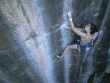 A Woman Climbing in Moab, Utah Lámina fotográfica por Chin, Jimmy