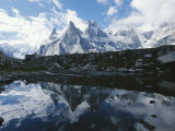 A View of the Fathi and Other Peaks Reflected in a Pond Fotografisk tryk af Jimmy Chin