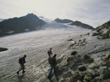Shepherds on Otztal Glacier, Scene of the Icemans Discovery Fotografie-Druck von Kenneth Garrett