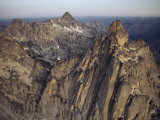 Sunlight Plays Upon the Rugged Peaks of the Northern Sawtooths Fotografisk tryk af Paul Chesley