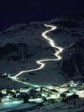 Skiers Bearing Torches Ski Down Mont Blanc Glaciers to Val Disere Fotografisk tryk af George F. Mobley