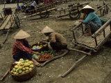 Pingxiang Street Scene, Hand Carts at Market, Guangxi, China Lámina fotográfica
