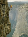 Climber Makes his Way up a Rock Face to Taft Point Fotografie-Druck von Bill Hatcher