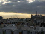 Summer Thunderstorm Rolls over the Rooftops of Paris Lmina fotogrfica por Cotton Coulson