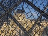 The Louvre as Seen Through the Glass Pyramid of its Entrance Lmina fotogrfica por Cotton Coulson