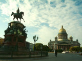 The Golden Dome of Saint Isaacs Cathedral and Statue of Nicholas I Lámina fotográfica por Richard Nowitz