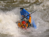 A Whitewater Kayaker Getting Vertical Doing Rodeo Moves Photographie par Skip Brown