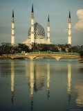 The Sultan Salahuddin Abdul Aziz Shah Mosque in Malaysia Fotografisk tryk af Paul Chesley