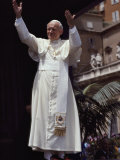 Pope John Paul II Blesses an Audience in St. Peter's Square, Vatican City Fotografisk tryk af James L. Stanfield