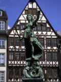 The Lady of Justice and Her Scales in the Old Section of Frankfurt, Germany Impresso fotogrfica por Taylor S. Kennedy