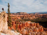 A Hiker Looks off a Cliff at Bryce Canyon Amphitheater, Bryce Canyon National Park, Utah Fotografisk trykk av Taylor S. Kennedy