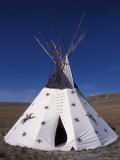 Tipi on Hiking Trail, Ulm Pishkun State Park, Montana, USA Photographie par Connie Ricca