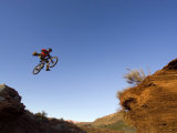 Mountain Biker Catches Air at Rampage Site near Virgin, Utah, USA Photographie par Chuck Haney