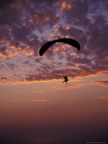 Darrell Gulin - Paragliders at Sunset, Step Toe State Park, Washington, USA Fotografická reprodukce