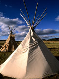 Sioux Teepee at Sunset, Prairie near Mount Rushmore, South Dakota, USA Fotografie-Druck von Bill Bachmann