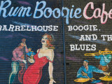 Rum Boogie Cafe, Wall Mural, Beale Street Entertainment Area, Memphis, Tennessee, USA Lmina fotogrfica por Walter Bibikow