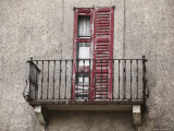 Rickety Balcony of an Old Building with Broken Window Shutters Photographie