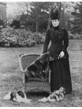Queen Alexandra with Her Chow- Chow Plumpy Photographic Print