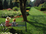 Little Girls on Bench in Garden, OH Lámina fotográfica por Jeff Greenberg