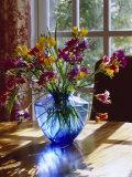 Flowers and Vase Fotografisk tryk af Dan Gair