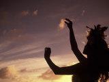 Polynesian Dancer, Ahu Tahai, Easter Island Lámina fotográfica por Angelo Cavalli