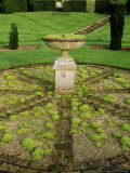 Circular Brick and Gravel Flooring and Urn/ Birdbath on Plinth Planted with Sedum (Stonecrop) Photographie par Mark Bolton