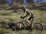 Mountain Biker Against a Blurry Background, Mt. Bike Fotoprint van Michael Brown
