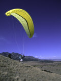 Paraglider Running, USA Poster par Michael Brown