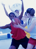 Group of Young Women Playing Basketball Reproduction photographique