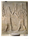 Two Soldiers Carrying the King's War Chariot, from the Palace of Sargon II, Khorsabad, Iraq Reproduction procédé giclée par Assyrian
