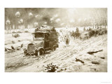 British Transport Train Making Its Way under Heavy Shell Fire Along the Snow-Bound Ypres Roads Giclée-Druck von Frederic Villiers