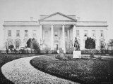 The White House at the Time of the Inauguration of Abraham Lincoln Lámina fotográfica por Mathew B. Brady