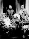 Queen Victoria, Tsar Nicholas II, His Wife and Daughter and Albert, Prince of Wales, Balmoral, 1896 Lámina fotográfica